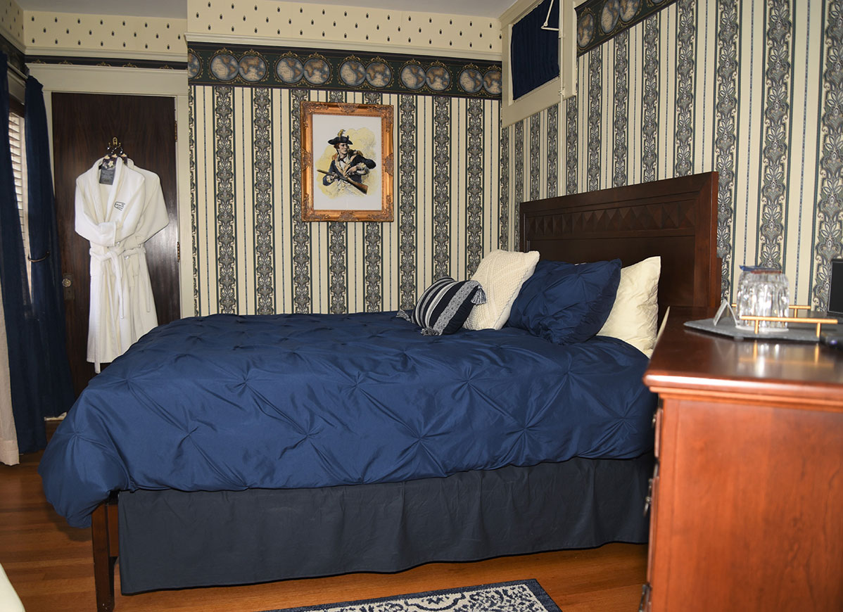Queen Bed Empire Room at Grand Colonial B&B Hotel near Cooperstown NY