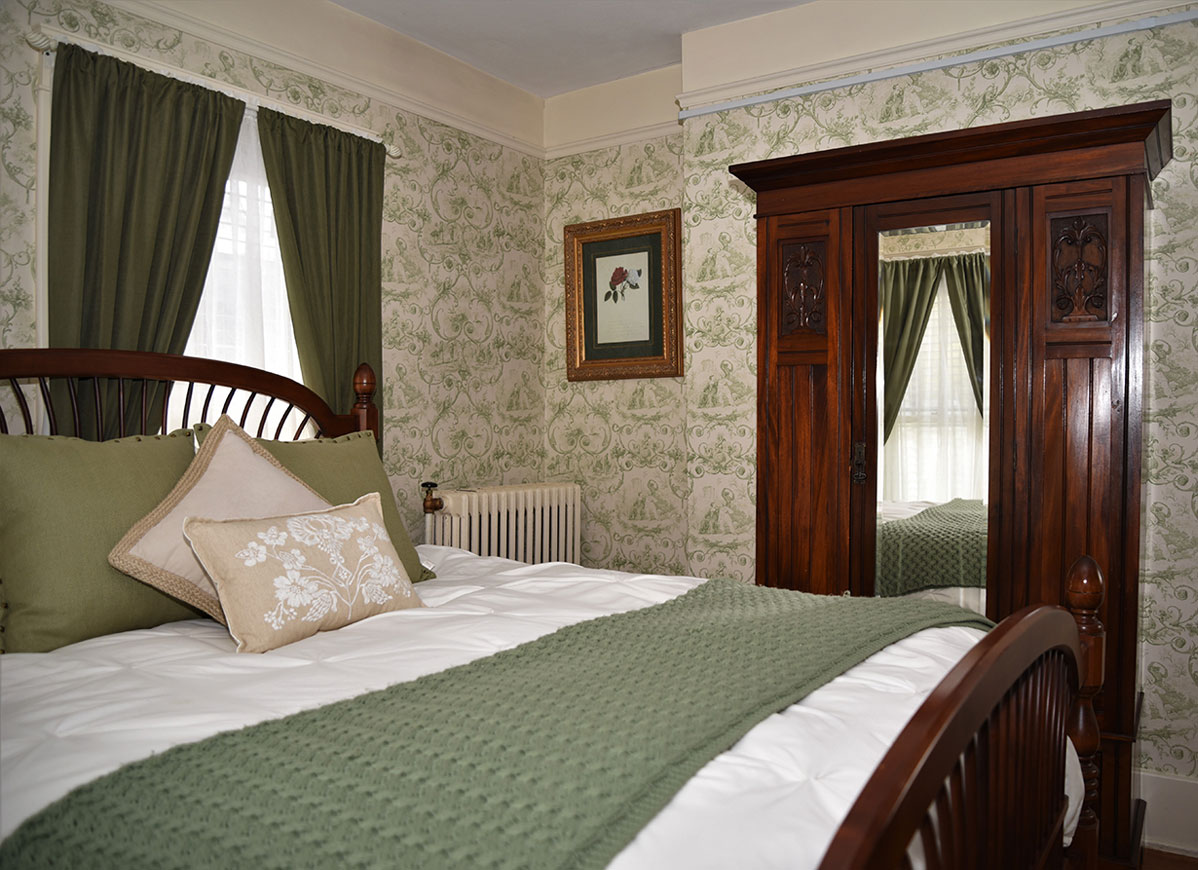 Oakbrook Room at Grand Colonial B&B Hotel near Cooperstown NY